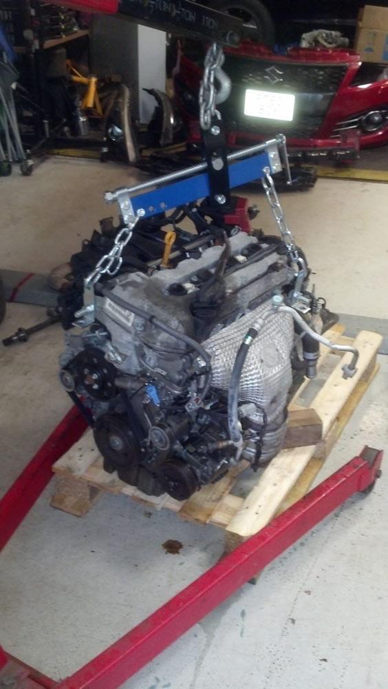 Suzuki Swift Engine out of the car